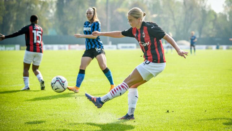 Mulheres do AC Milan: Natasha Dowie e Christy Grimshaw marcando sua presença na Itália