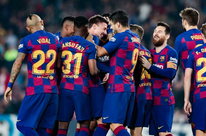 Barcelona fica em segundo após vitória tardia sobre Valladolid